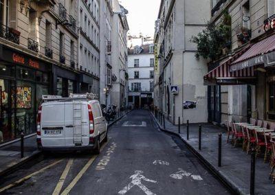 Le long de la rue Dauphine, entre la rue Christine et le Pont Neuf par Julien Barret-13