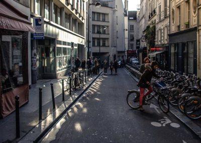Le long de la rue Dauphine, entre la rue Christine et le Pont Neuf par Julien Barret-8