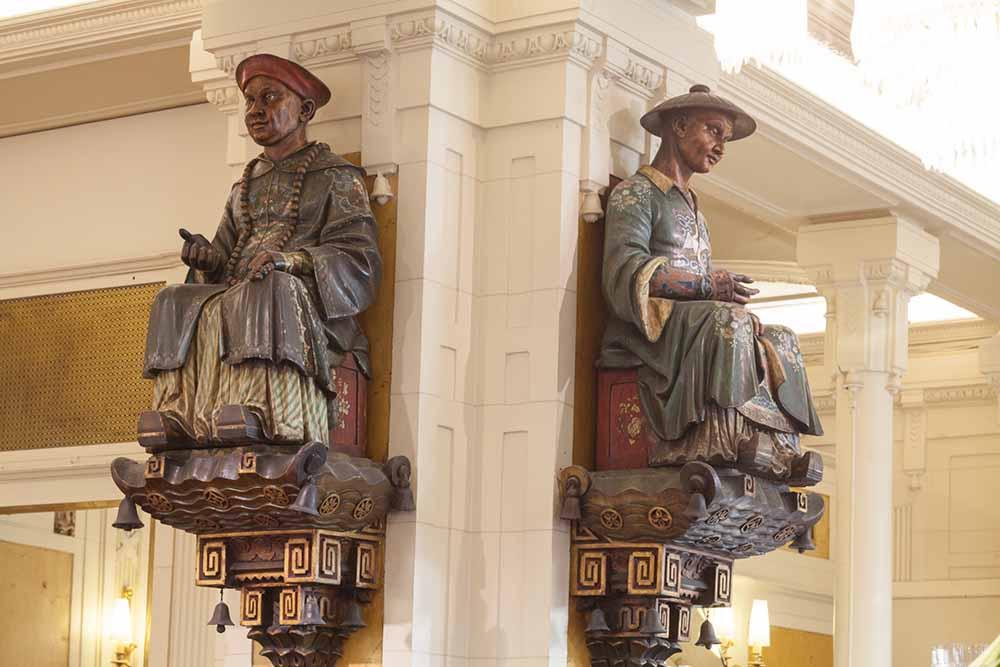 Les sculptures des Deux-magots ©DR