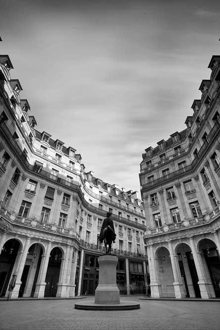 Rue_Edouard_VII-par-PLFERRER-via-Wikimedia-Commons