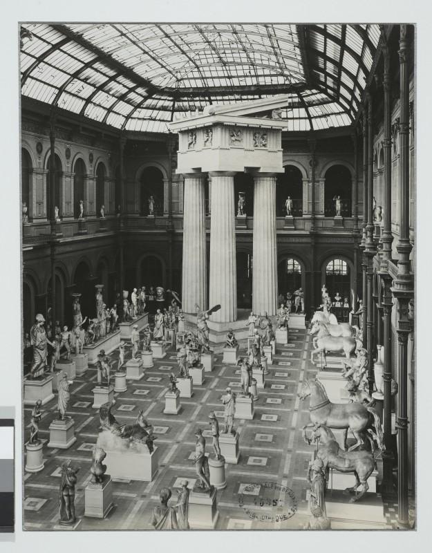 Anonyme, La Cour vitrée dans le Palais des Etudes. Epreuve argentique (vers 1929)