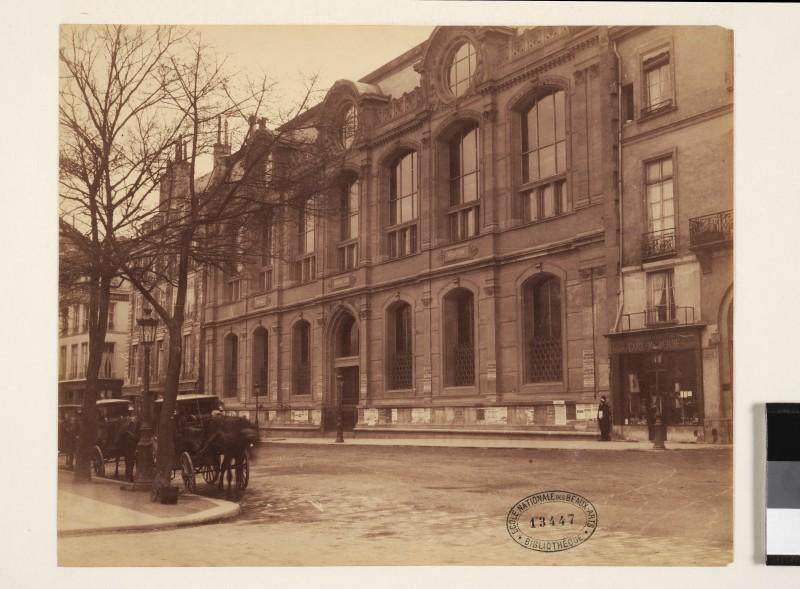 Pierre Petit, Le Palais des expositions, quai Malaquais (vers 1884)
