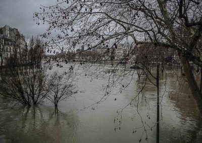 La Seine en crue vue du Pont de Sully par J. Barret
