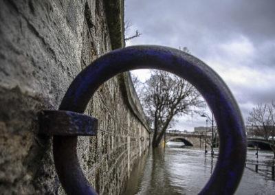 Quai de la Seine en crue vers le Pont de Sully par J. Barret