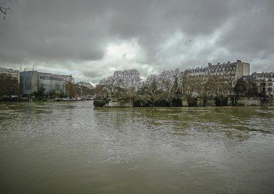 Seine en crue au bout de l'île de la Cité par J. Barret