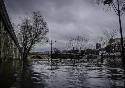Seine en crue vers le Pont de Sully par J. Barret