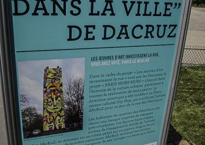 Panneau un totem dans la ville par J Barret