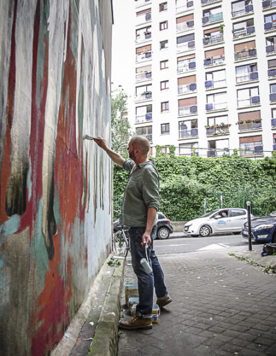 Philippe Hérard peignant sa fresque par J Barret