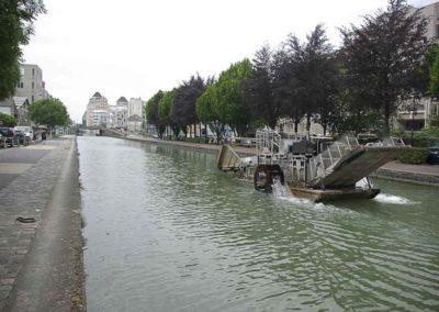 Un objet flottant non identifié sur le canal à Pantin