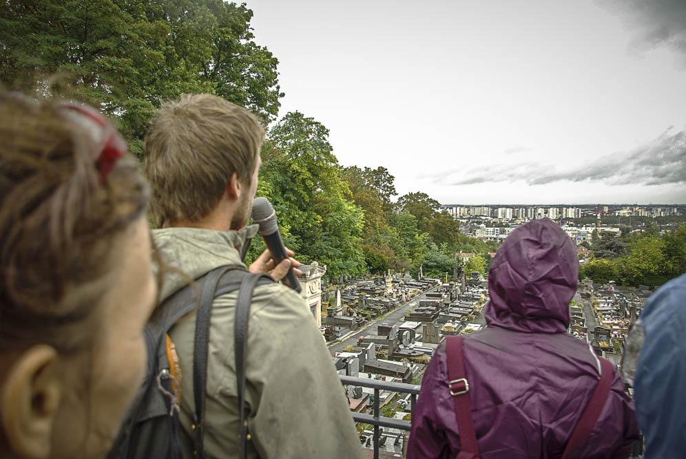 Jens Denissen fait une lecture de Paysage au-dessus du cimetière de Romainville