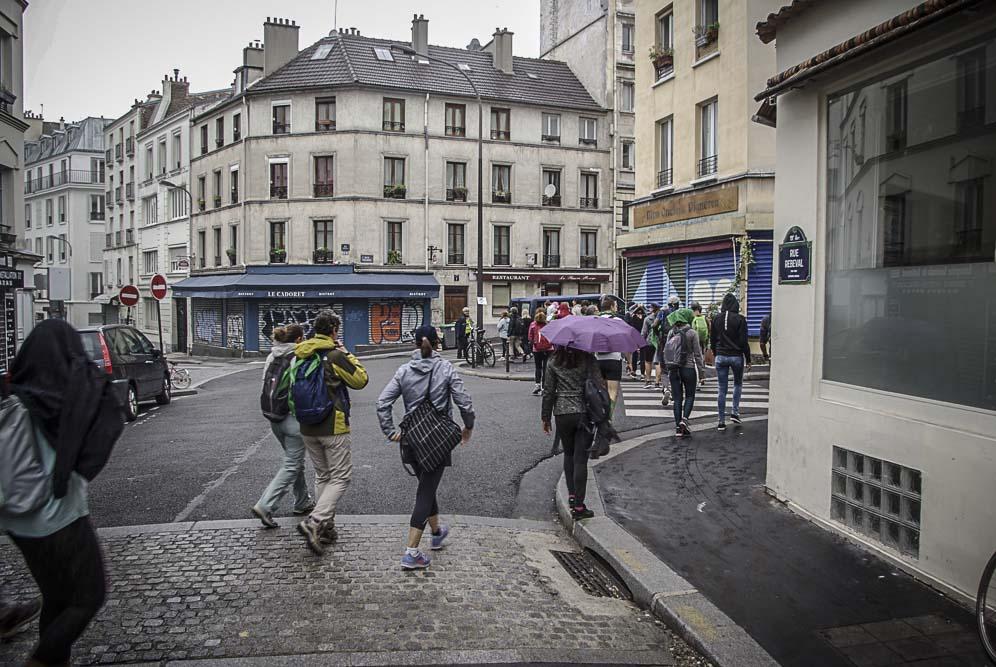 au coin de la rue Rébéval sous la bruine ©J.Barret