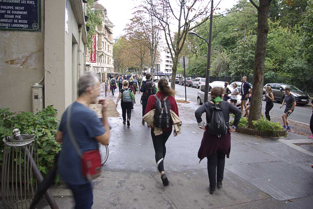 la marche emprunte la rue Manin ©J. Barret