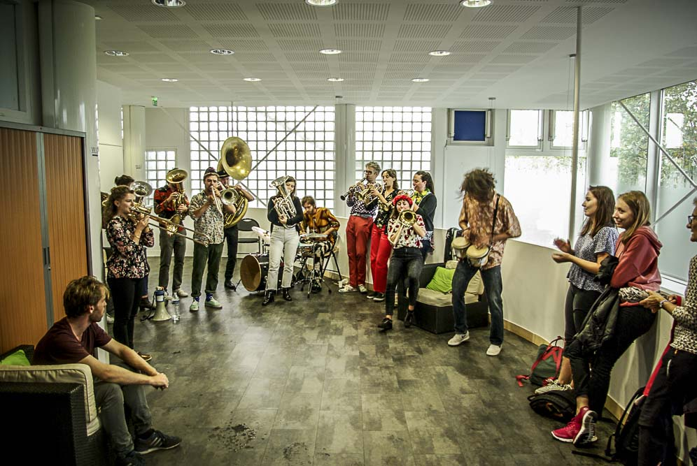 le groupe Pikolo Brass Band en pleine action ©J.Barret