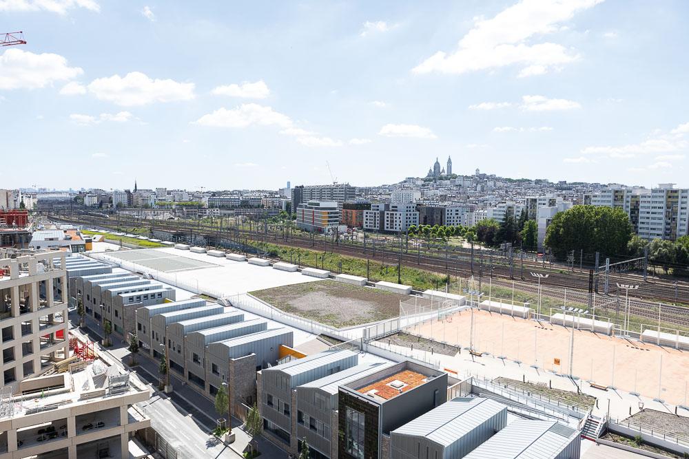 La halle logistique de Chapelle International et vue sur Paris @ Espaces Ferroviaires
