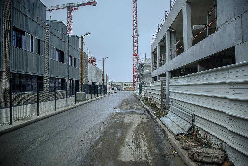Le long des bâtiments SOHO de Chapelle International par J Barret