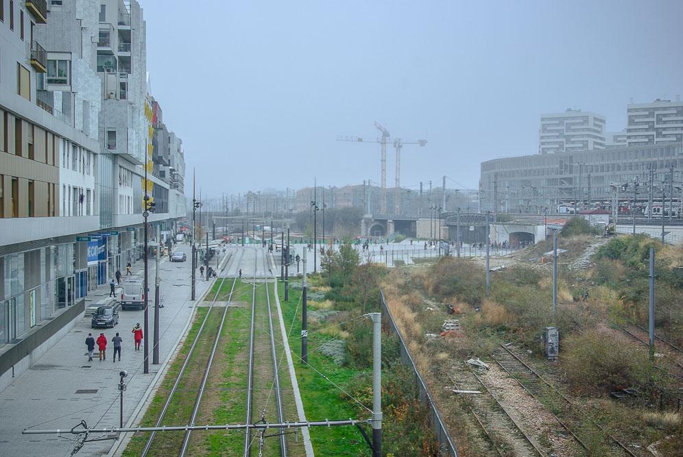 L'esplanade du quartier Rosa Parks vue du pont de la rue d'Aubervilliers par J Barret