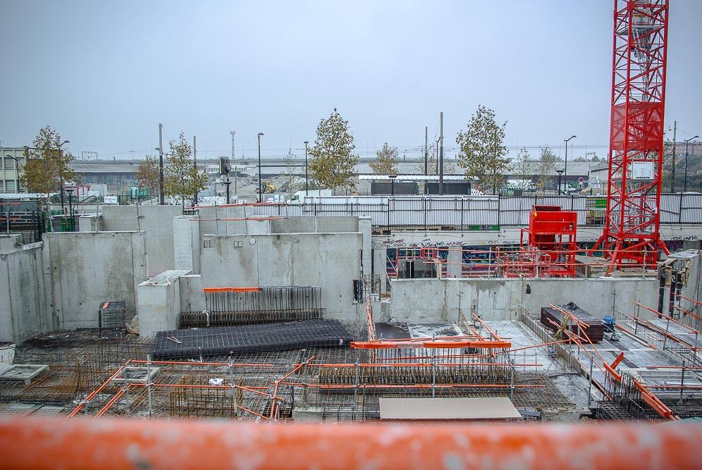 Vue sur la voie ferrée depuis le chantier de la ZAC Chapelle International par J Barret