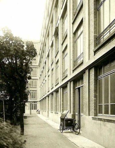 Photo prise vers 1923, à l'époque de l'inauguration du nouveau bâtiment de l'École Universelle @Perigord