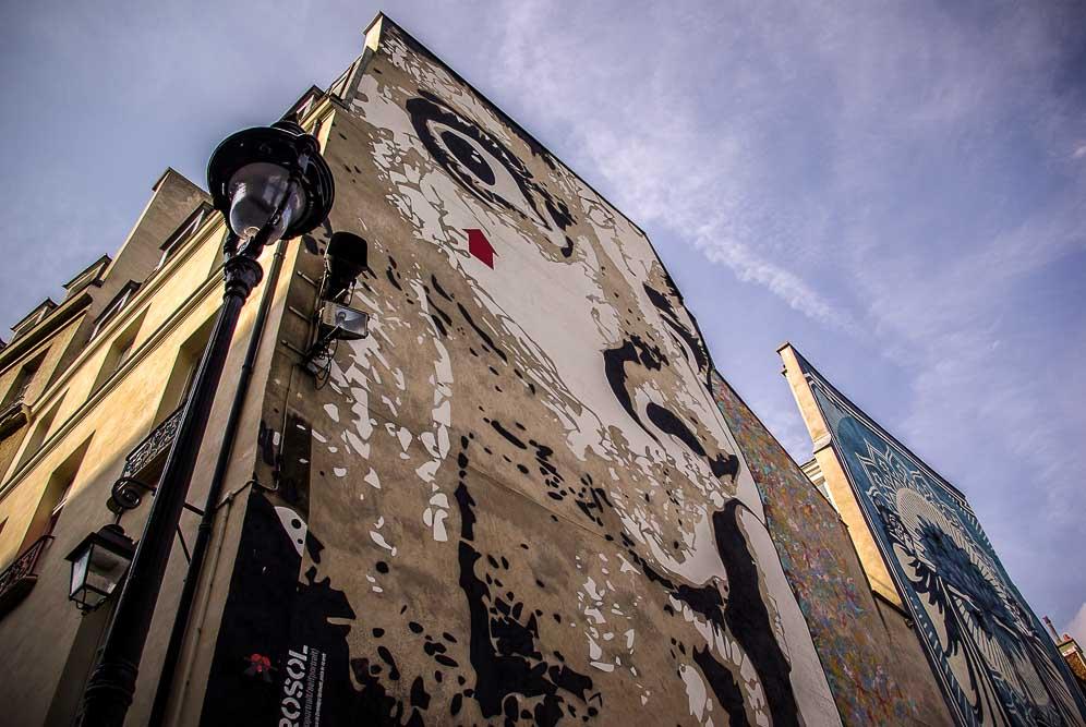 La place Stravinski en aout 2019 avec les fresques de Obey et Jef Aérosol @J.Barret-16
